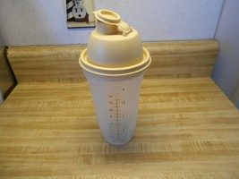 tupperware quick shake blender cup 16 ounce - $10.73