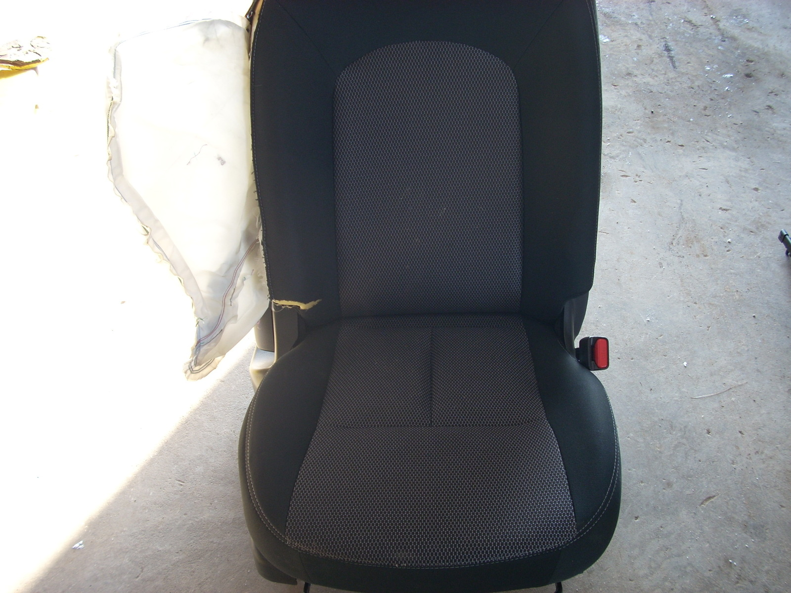 2014 NISSAN VERSA RIGHT FRONT SEAT **BAG BLOWN