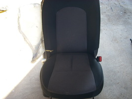 2014 NISSAN VERSA RIGHT FRONT SEAT **BAG BLOWN - $85.00