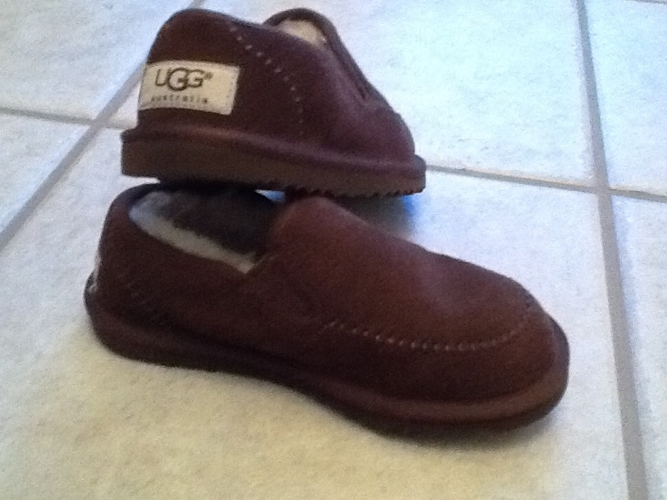 f5621927117 UGG Australia dark brown slippers kids size and 50 similar items