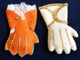 VTG set of 2 1940s Handmade White & Orange Felt  Small Gloves Pin Brooch - $22.18