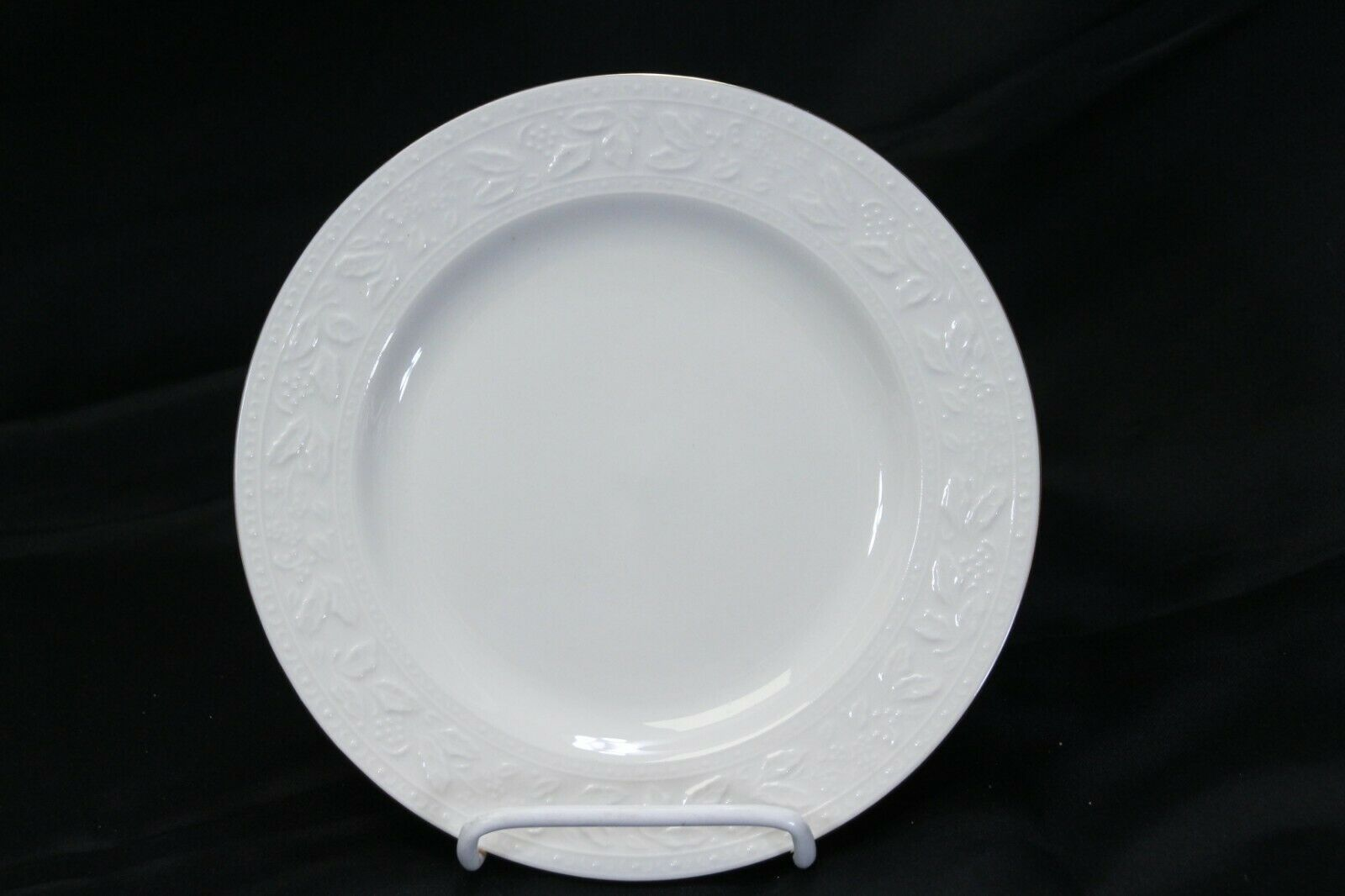 """Libbey White Embossed Holly Salad Plates 8"""" Xmas Gold Trim Lot of 8 image 6"""
