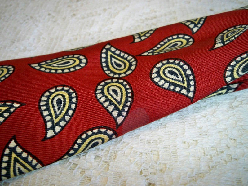 SALE! Vintage 1940s Mens Swing Era Necktie Red Gold Paisley Print