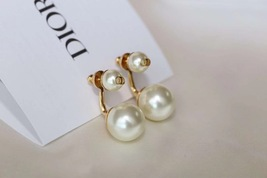 Authentic Christian Dior 2019 Danseuse Etoile Mise En Dior TRIBAL Pearl Earrings image 3