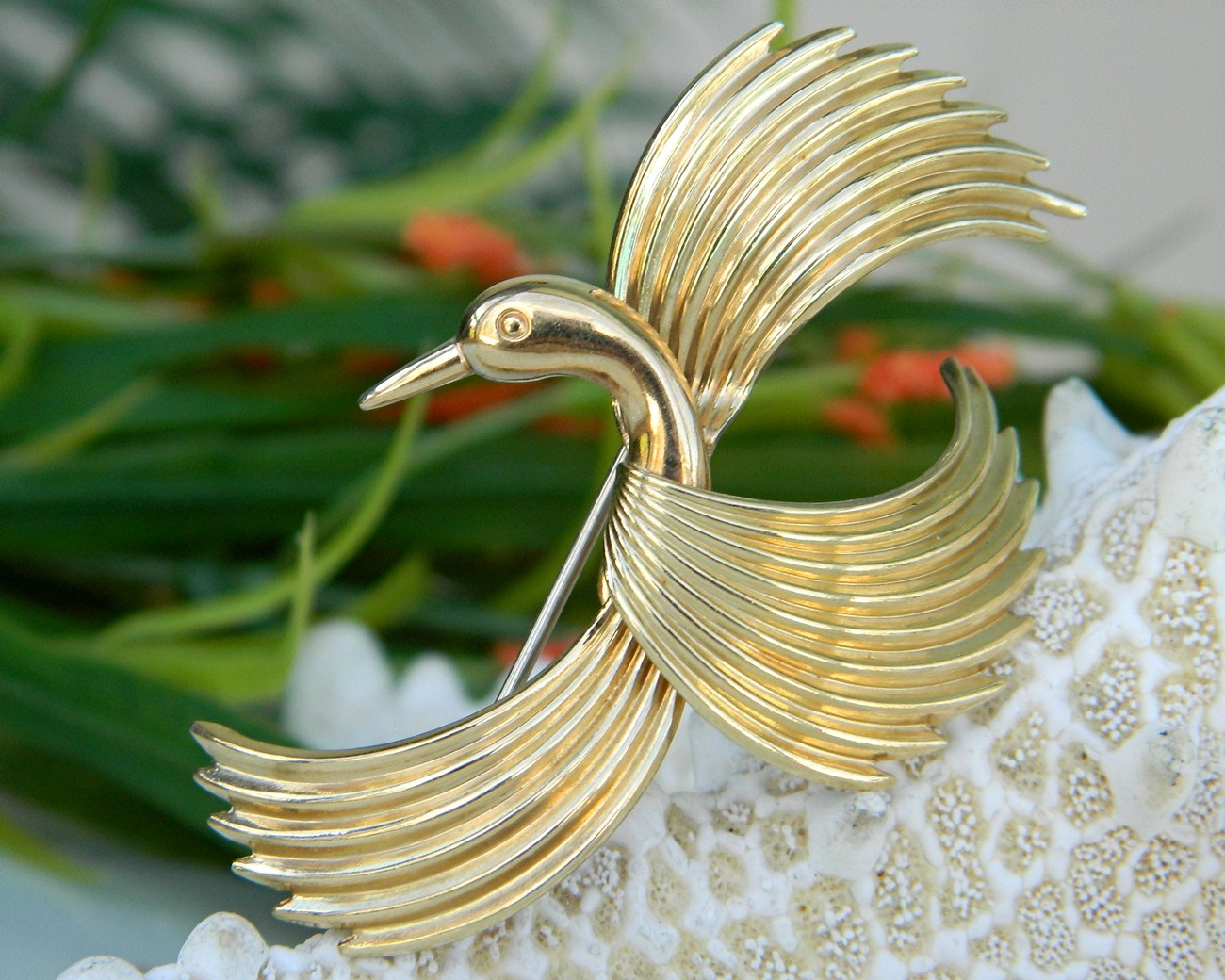 Vintage krementz bird flight figural pin brooch gold signed