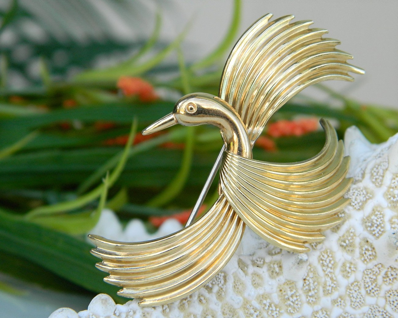 Vintage Krementz Bird Flight Flying Figural Pin Brooch Gold Signed