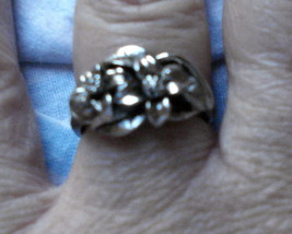 VINTAGE 1980's Antique Style SILVER Tone FLORAL RING adjustable size 6 - $18.76