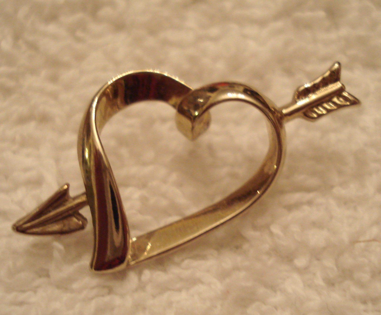Primary image for VINTAGE 1980s Gold Tone CUPID ARROW thru HEART Lapel TAC TACK PIN