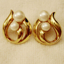 ✿ Vintage 1990s Modern Classic Pierced Earrings Faux Pearl Hypo Allergen... - $19.75