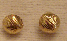 ✿ 90s Vintage Textured Swirl Dome Style Pierced Earrings Hypo Allergenic... - $17.77