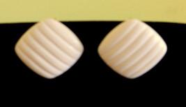 ✿ 80s True Vintage Creamy Plastic Clip On Earrings Modern Art Deco Nickel Free - $14.80