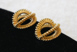 ✿ Vintage 80s Gold Tone Textured 3D Art Deco Loop Earrings CHOOSE Clip or Pcd - $14.80