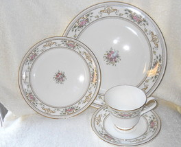 Royal Doulton Alton 4 Piece Place Setting - $52.46