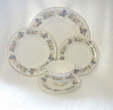Royal Doulton Ravenna Place Setting  Fruit Design - $37.37