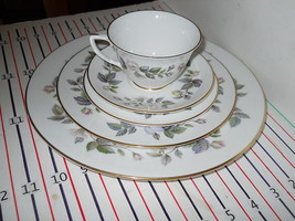 ROYAL WORCESTER JUNE GARLAND  5 PIECE PLACE SETTING - $39.55