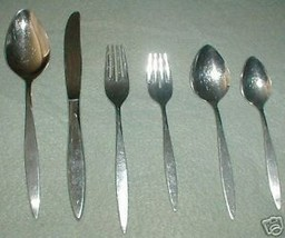 Oneida Deluxe Wintersong Dinner Fork - $1.93