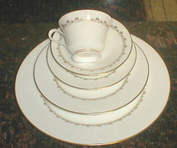 LENOX OXFORD MILBURNE 5 PIECE PLACE SETTING - $29.70