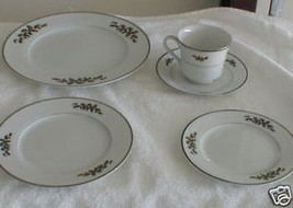 ROYAL GALLERY JILL CHRISTMAS ACCENT SALAD  PLATE - $5.93