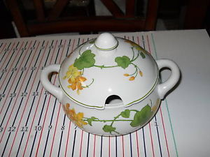 Primary image for VILLEROY & BOCH GERANIUM COVERED SERVING BOWL  TUREEN