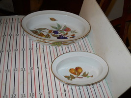 ROYAL WORCESTER EVESHAM GOLD SET OF 2 OVAL PIE BAKER - $29.69