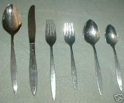 Oneida Deluxe Wintersong Dinner Knife Knives - $1.73