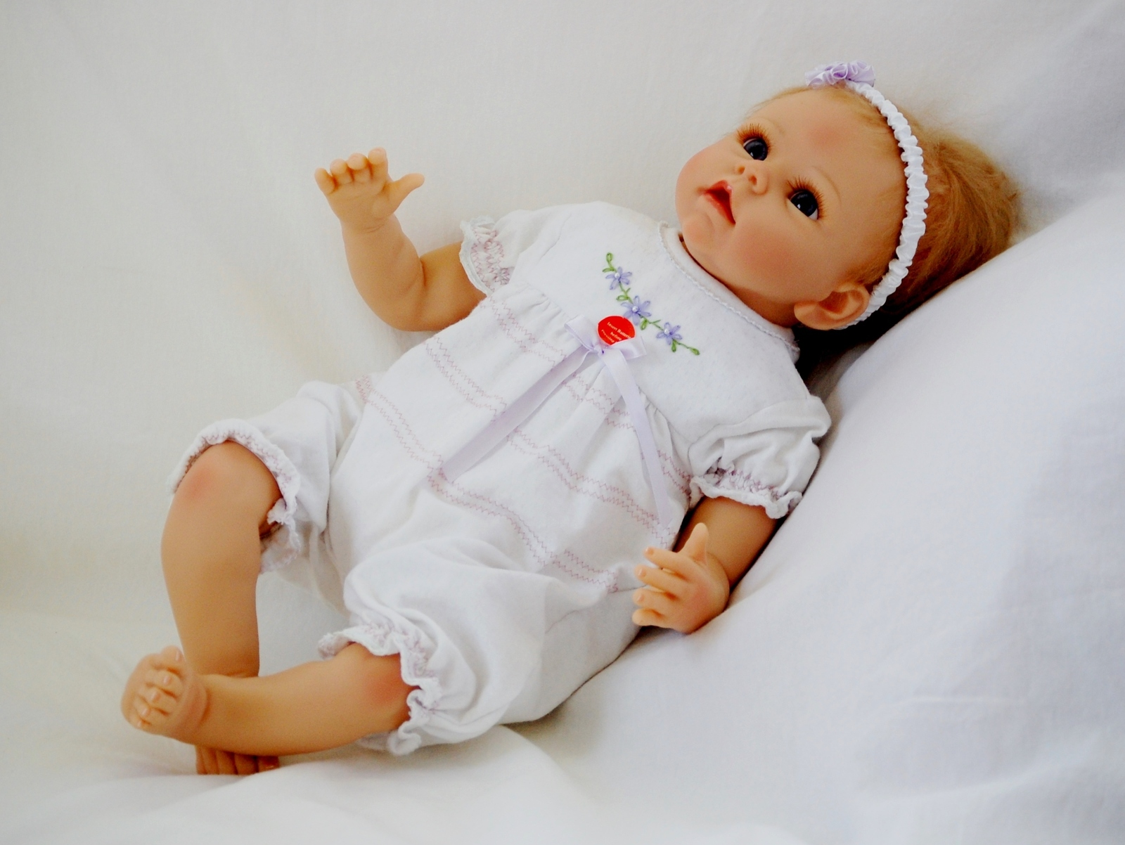 Ashton-Drake Collectible Chloe So Truly Real Touch-Activated Look of Love Doll