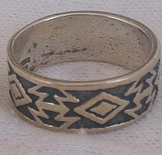 Oxidized shapes ring