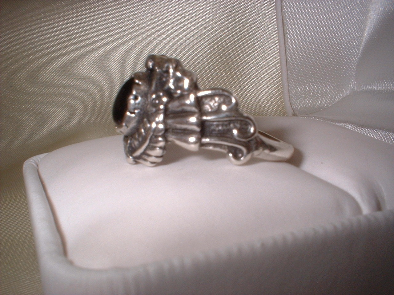 Ladies Sterling Silver Onyx Ornate Ring NIB