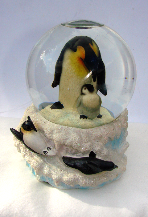 PENGUINS--San Francisco Music Box Co.--Musical Penguin Water Globe