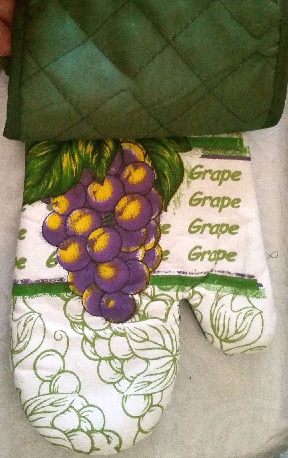 "2 pc Set PRINTED Pot Holder & Oven Mitt (12"") by SofPRO, GRAPES, green back"