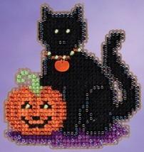 Wendy's Cat Autumn Harvest 2015 seasonal ornament kit cross stitch Mill Hill - $6.75