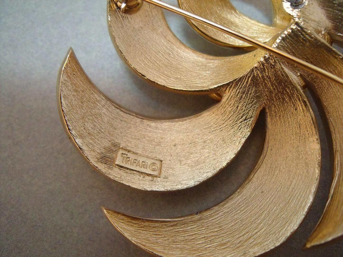 Vintage Crown Trifari white enamel swirl circle brooch