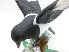 THE LENOX GARDEN BIRD COLLECTION Black Billed Magpie (Fine Porcelain 2002) image 6