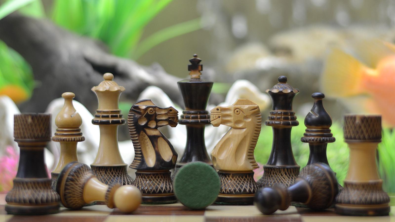 Staunton Chess Set Burnt Wood  Handcarved Knight 4 Queens M0039