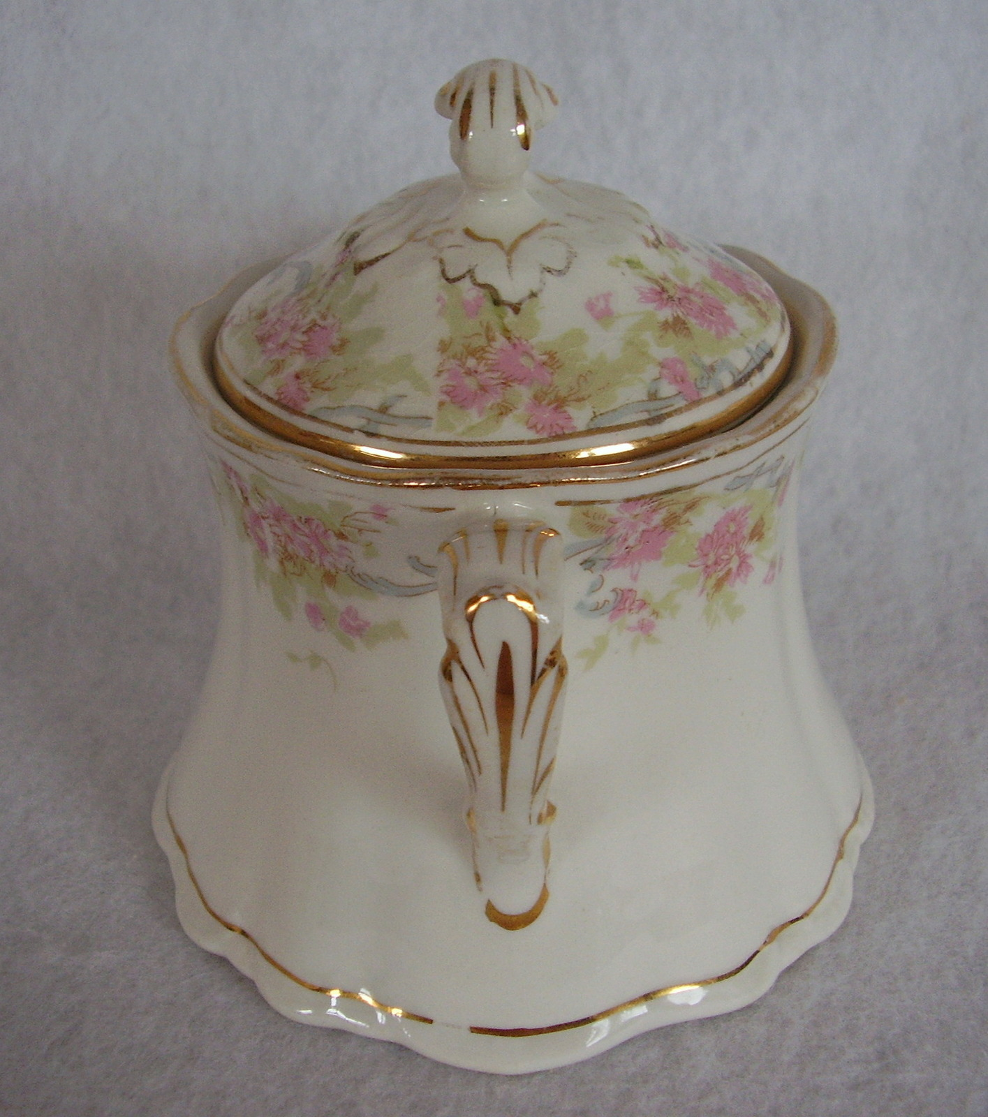 Homer Laughlin Hudson Small Pink Roses Covered Sugar Bowl