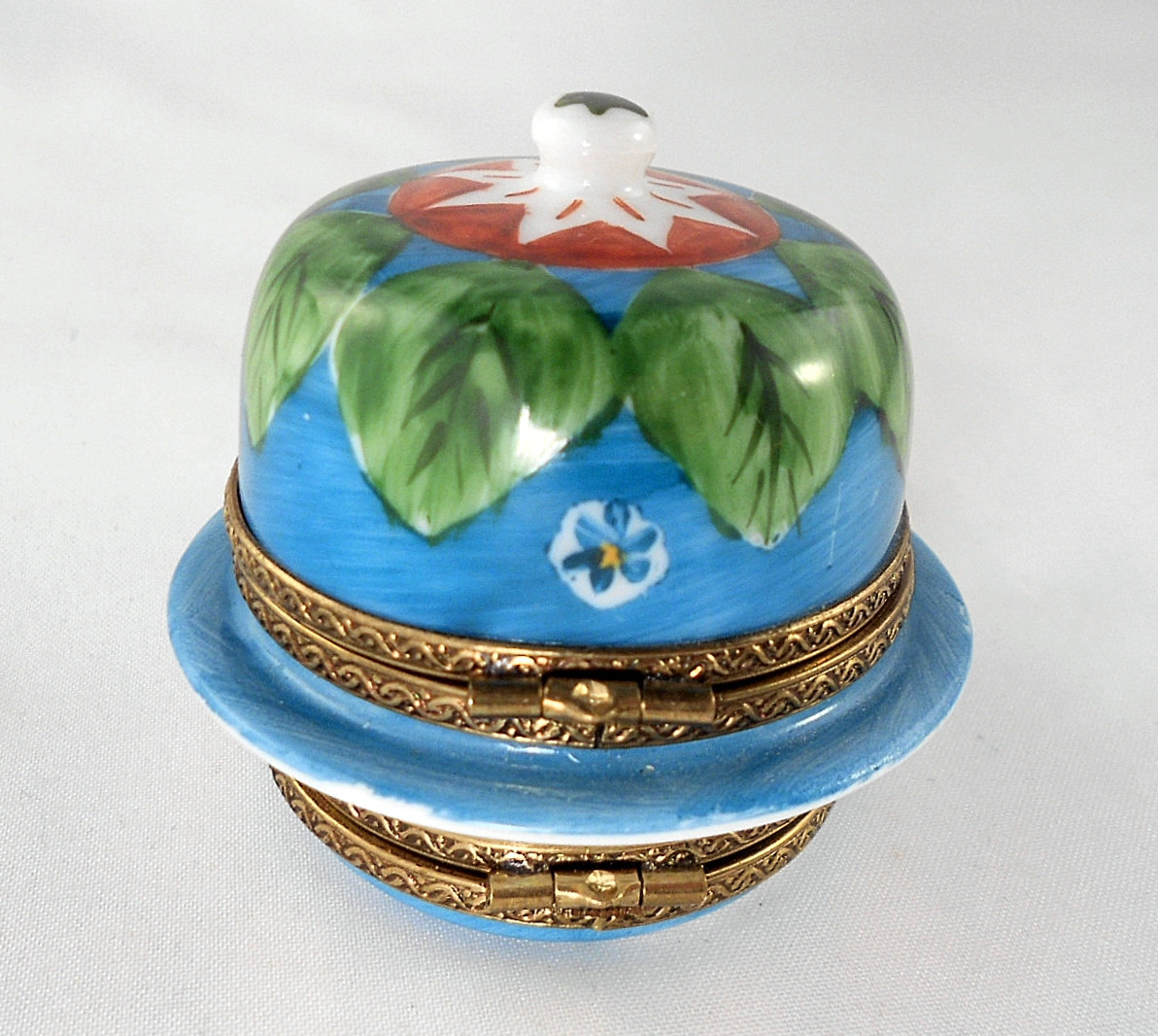 Limoges Box - Double Hinged Cheese Dome with Milk Can - Peint Main