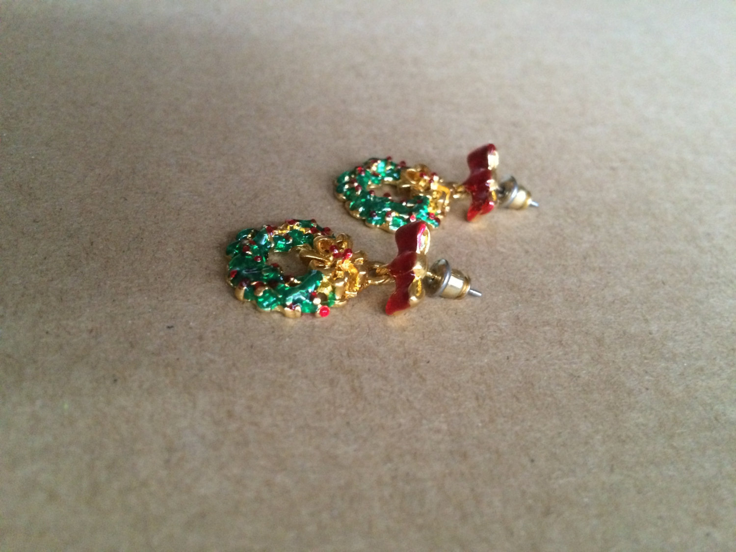 90s Vintage Christmas Wreath and Bow Red & Green Holly Enamel Dangle Post Earrin