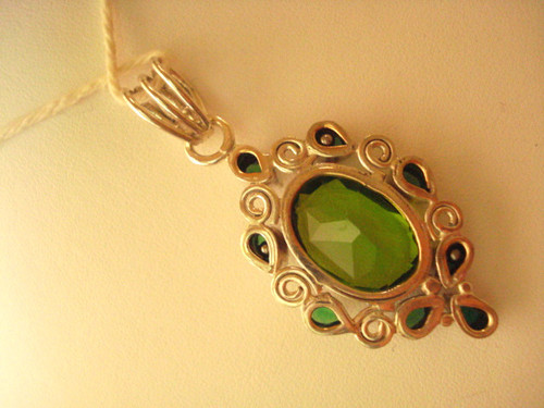 65 CTS EXTRAVAGANT JEWELRY UNIQUE SILVER OVAL PERIDOT PEAR EMERALD PENDANT avlb