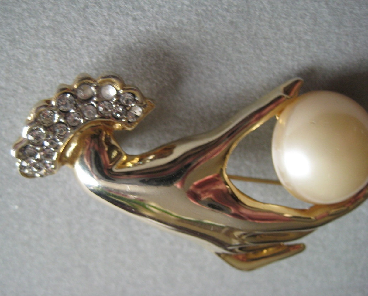 Vintage Hand Holding Gold Tone Faux Pearl Brooch