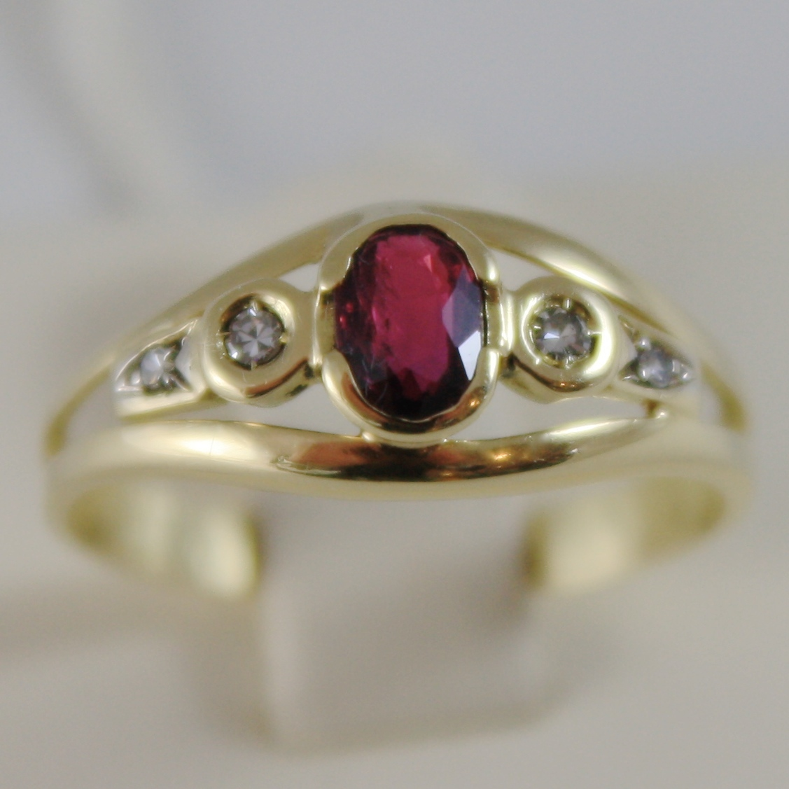 SOLID 18K YELLOW GOLD RING WITH DIAMOND AND RED RUBY OVAL CUT, MADE IN ITALY