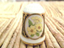 1982 Franklin Mint Porcelain Flower Thimble PRIMEVERE Les Fleurs de Fran... - $15.00