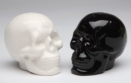 Skull Salt & Pepper Shaker Set made of Ceremic - $10.78