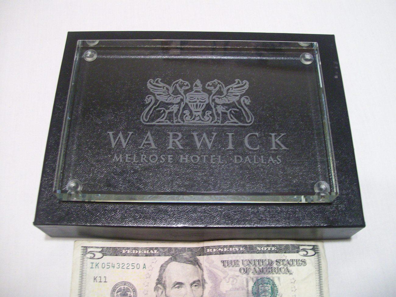 Warwick Melrose Hotel Dallas TX Collectible Glass Gift Shop Souvenir Paperweight