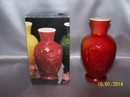 Avon Fragranced Vase Oriental Red Spring Bouquet Collectible Orig Box  - $10.00