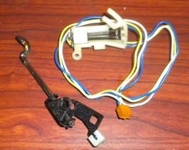 Singer Quantum CXL Buttonholing Switch Mount Plate Assy #283229 & Lever ... - $12.50