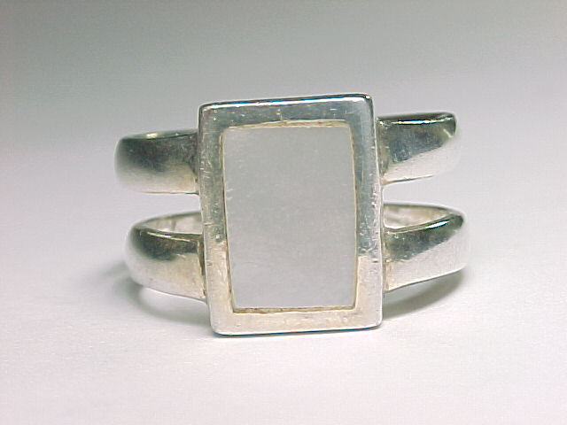 MOTHER of PEARL Vintage RING in Sterling Silver - Size 9 1/4