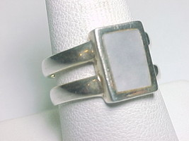 MOTHER of PEARL Vintage RING in Sterling Silver - Size 9 1/4 image 3