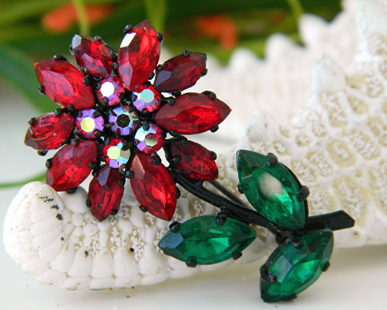 Vintage west germany red rhinestones flower brooch pin japanned