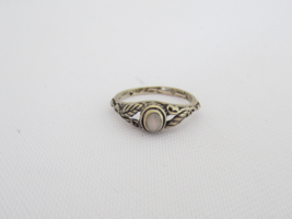 Vintage Sterling Silver Mother of Pearl Leaf Ring Size 2.5 - £15.15 GBP