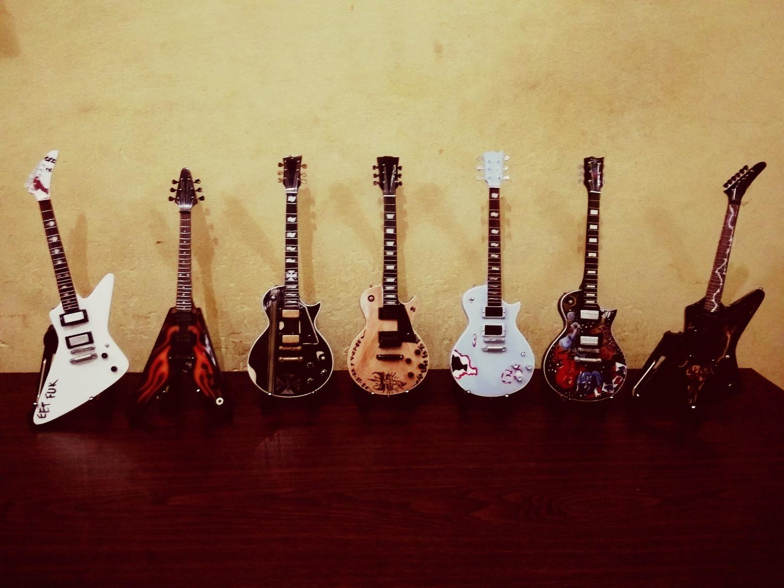 miniature metallica guitar set collection james hetfield 7 guitars set miniatures. Black Bedroom Furniture Sets. Home Design Ideas